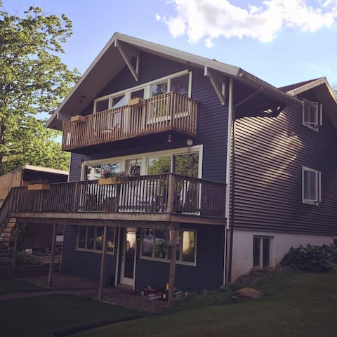 Cozy retreat in the country-20 minutes from PSU