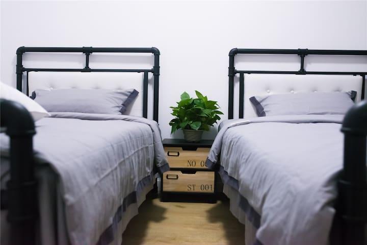 【room 2】