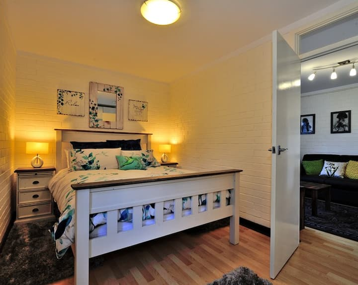 CAPPUCCINO DELIGHT - central Fremantle apartment