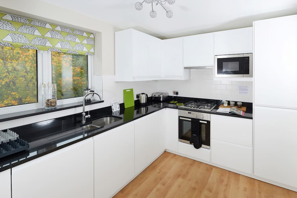 New Kitchen with built in appliances with similar design to Sydney apartment