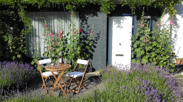Romantic and cosy B&B in Hulst, Zealand