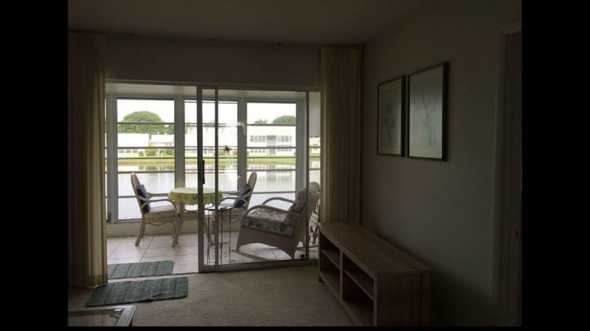 Roomy 2bedroom/2bath condo on lake - Fort Myers - Appartement