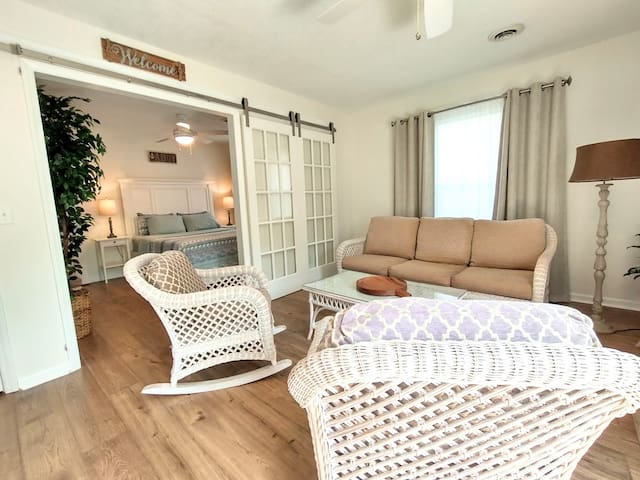 Private Guest Suite, own entrance and patio
