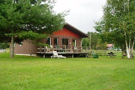 Sunflower Cottage, Lake of Bays - Dwight