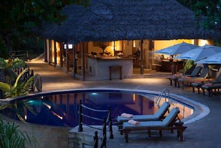 Cerf Island Resort Hillside Villa Half Board - Victoria