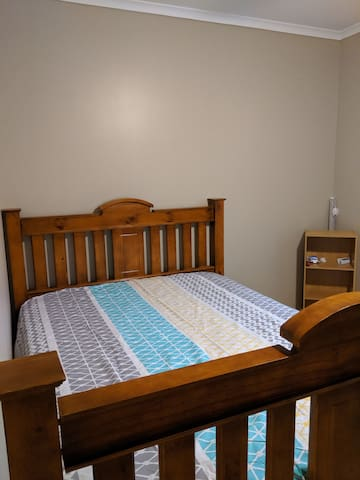 Room in Mawson Lakes