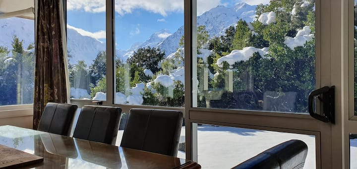 Aoraki Alpine Chalet - Mount Cook Village!