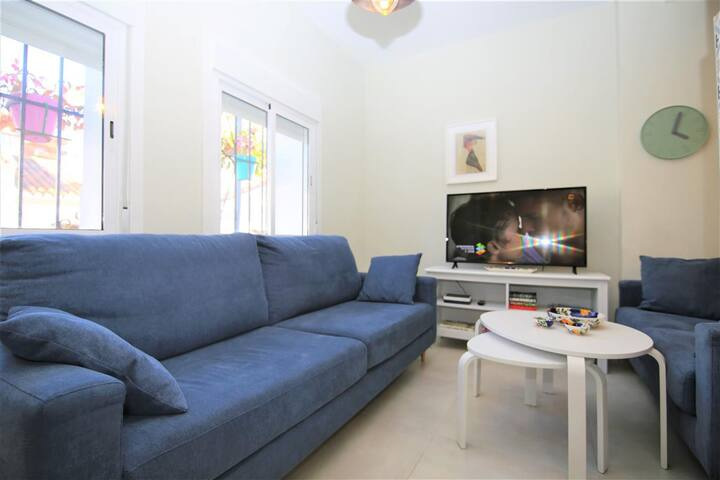 Seating for 5 people by the television