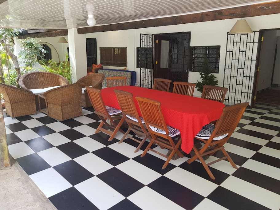 Meals and sitting areas