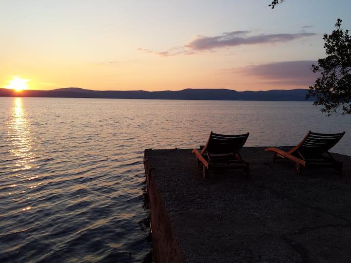 Villa con spiaggia privata sul Lago di Bracciano