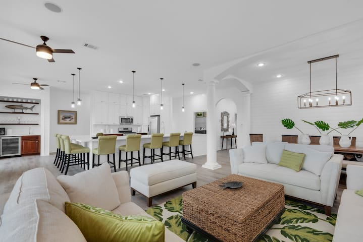 Mojo's 2nd floor is the centerpiece of its recent coastal sophisticate designer renovation.   Featuring  beach chic decor; shiplap walls;  dining seating for 18 and a lakeview balcony, Mojo is ideally designed for large group entertaining.