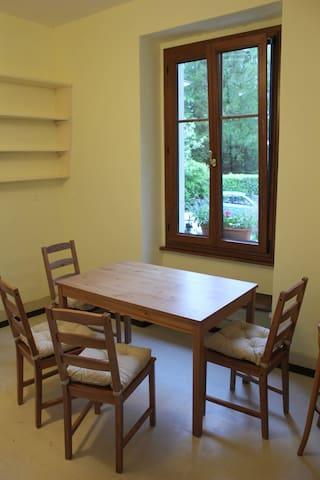 Un joli appartement meublé (~85 m2, 3,5 pièces)