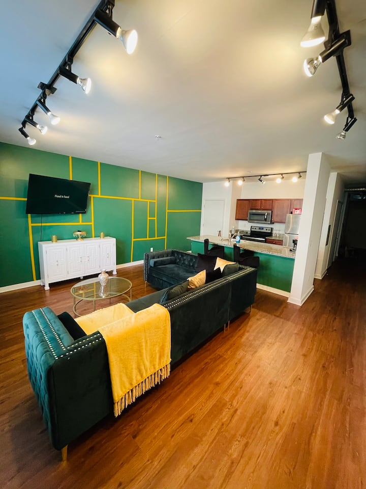Luxury Loft|Downtown Memphis|Steps to Beale St