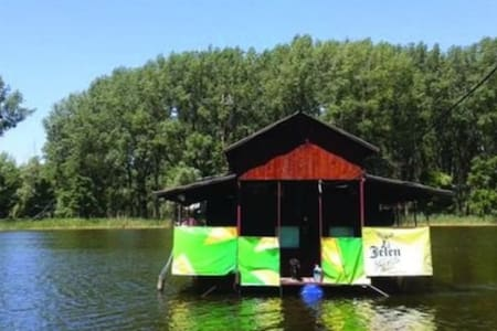 Peaceful boathouse, nature lovers and adventurers