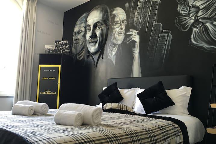 """Room """"Le Dalia Noir"""" by easyBNB"""
