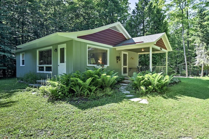 NEW! 'Cherry Cottage' near Peninsula State Park!