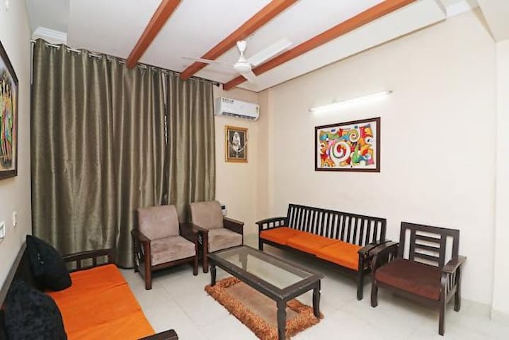 5 BHK in Noida for cozy get togethers upto 15 pax