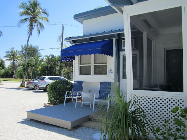 Small and Quaint Unit w/Beach Access - Sanibel