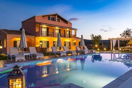 'Eleni luxury villa' in Acharavi - Corfu - Acharavi - Villa