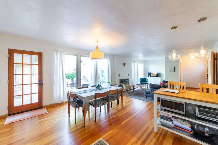 Beautifully renovated historic home near Old Town