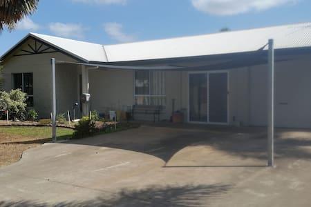 Glen's place Townsville #1