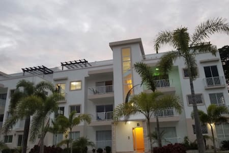 Contemp. 3 Bedroom Apartment- gated community SFM