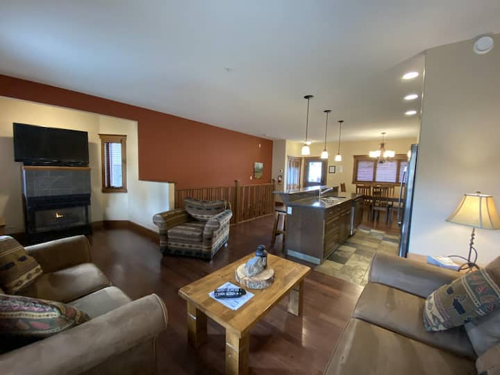 Timber Stone #6 - True Ski-in/Ski-out with amazing views & Private Hot Tub.