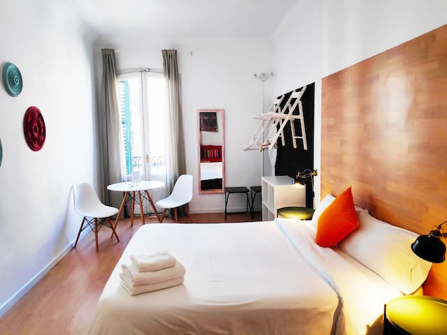Beautiful room in downtown BCN w/private bathroom