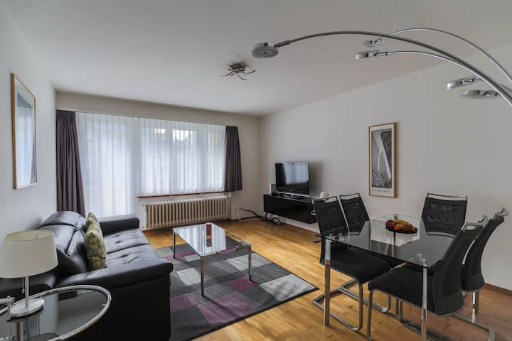 Nice 2BD flat city center / near FIFA (Wille 3)