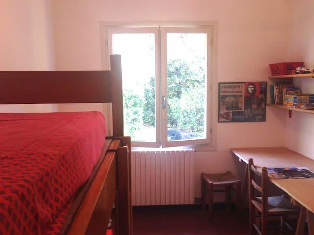 """Stanza n.3: """"la stanza dei bambini"""" con il letto a castello."""