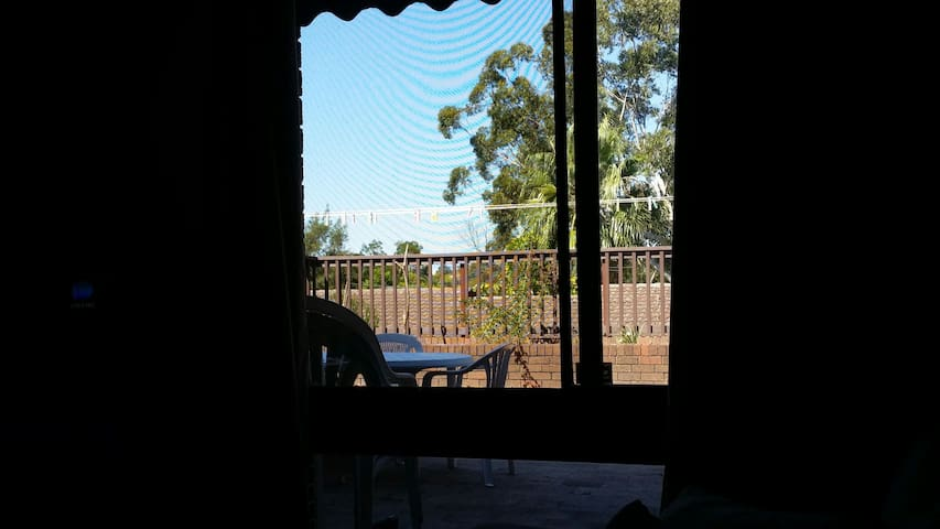 Roomy townhouse in Padstow $59 p/n - Padstow - Flat