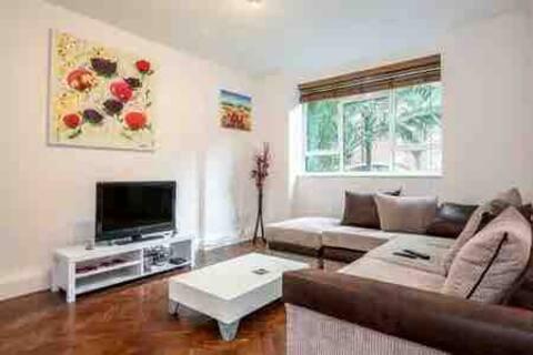 Bright, calm 2 bedroom flat garden views