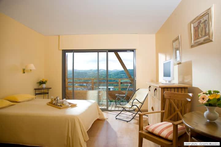 Studio 30m2 avec balcon aux Thermes de Cransac ***