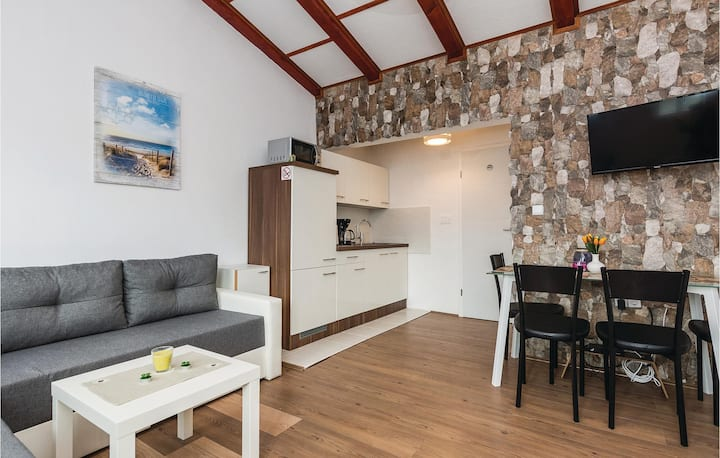 Holiday apartment with 2 bedrooms on 45m² in Vir