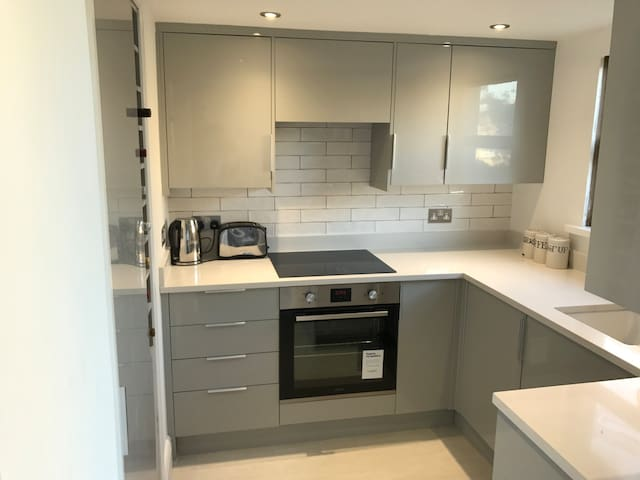 Superb renovated flat in heart of Clapham old town