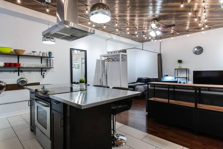 Luxury Loft in Annex Walk to Subway 6 Adults