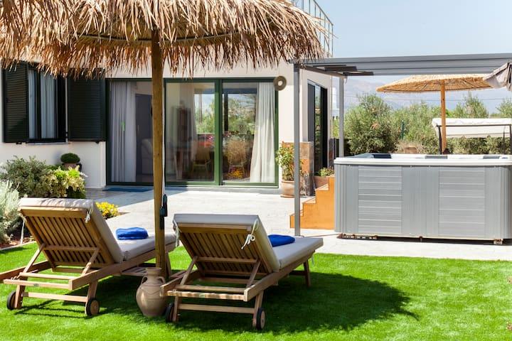 Villa Franki: Private villa with outdoor jacuzzi.