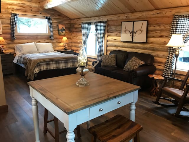 Authentic, Hand Crafted Log Cabin: Deer Cabin