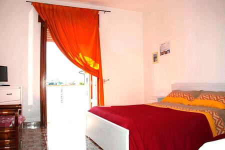 """In Riva al Mare""b&b - Stanza Scala - Capo - Bed & Breakfast"