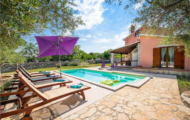 Amazing home in Krnica with WiFi and 3 Bedrooms
