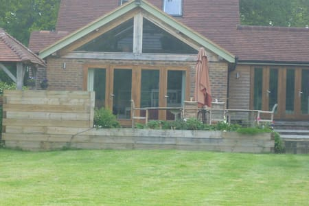 Quirky contemporary oak frame home - Chiddingfold - Hus