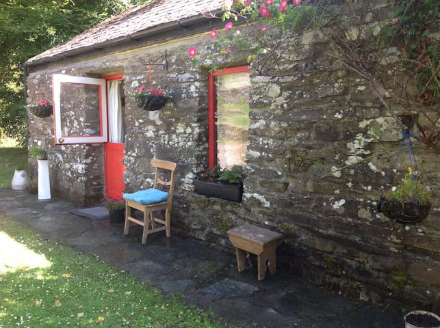 Charming Wild Rose Cottage Reavilleen Rosscarbery