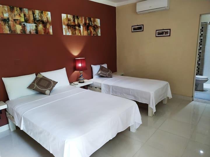 Hostal Esquerra 289 (Room # 2)