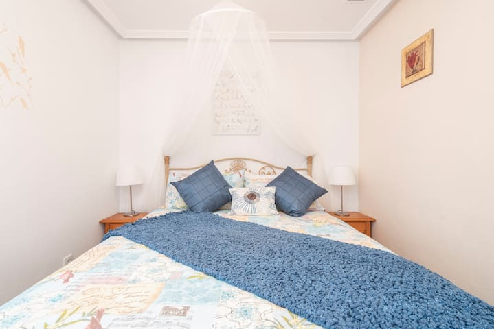 In this dreamy bedroom you can be guaranteed buenos suenos!