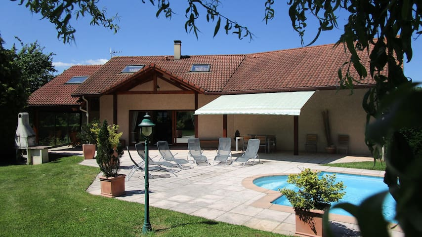 Villa + pool between Grenoble and ski resorts - Brié-et-Angonnes - Villa