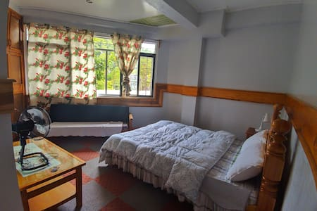 Gawis: A private room at Inandako's BnB
