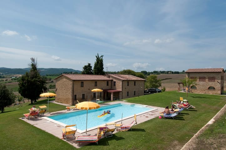 Appartamenti  Agriturismo con piscina e ristorante - Pomarance - Lägenhet
