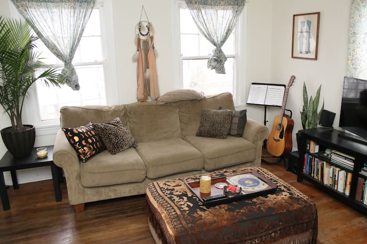 Hyde Park Home - June, July & Aug Summer Stay