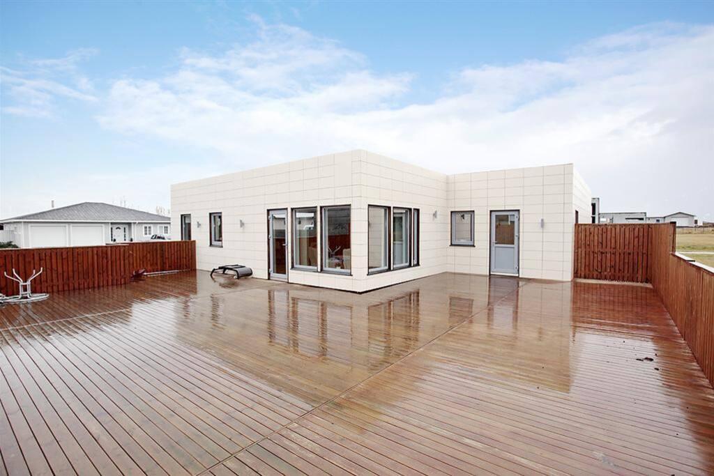 140m2 deck