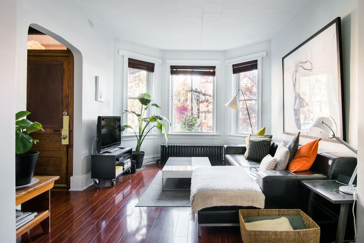 Modern Graystone Apartment in Popular Foodie Neighborhood